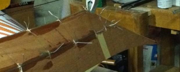 Hallo Zusammen, ich habe an zwei Tagen das Boot geheftet, ausgerichtet und verleimt. Wie es sich für die Stich&Glue Bauweise gehört, habe ich die Planken mit simplem Verzinkten Stahldraht zusammengerödelt […]